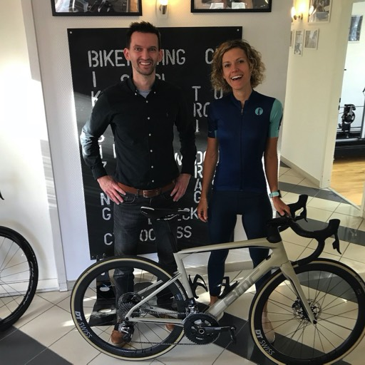 Momas Annika Zummermann beim Bike Fitting bei der Bike Academy Berlin.